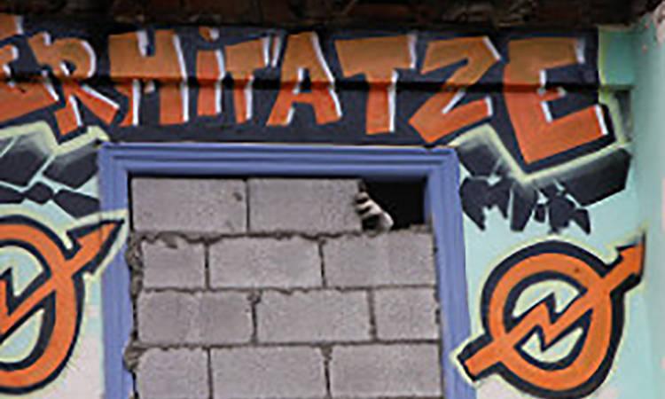 Euskadiko Gazteriaren Kontseiluak Plentziako Ermitatze gaztetxearen utzaraztea salatu du